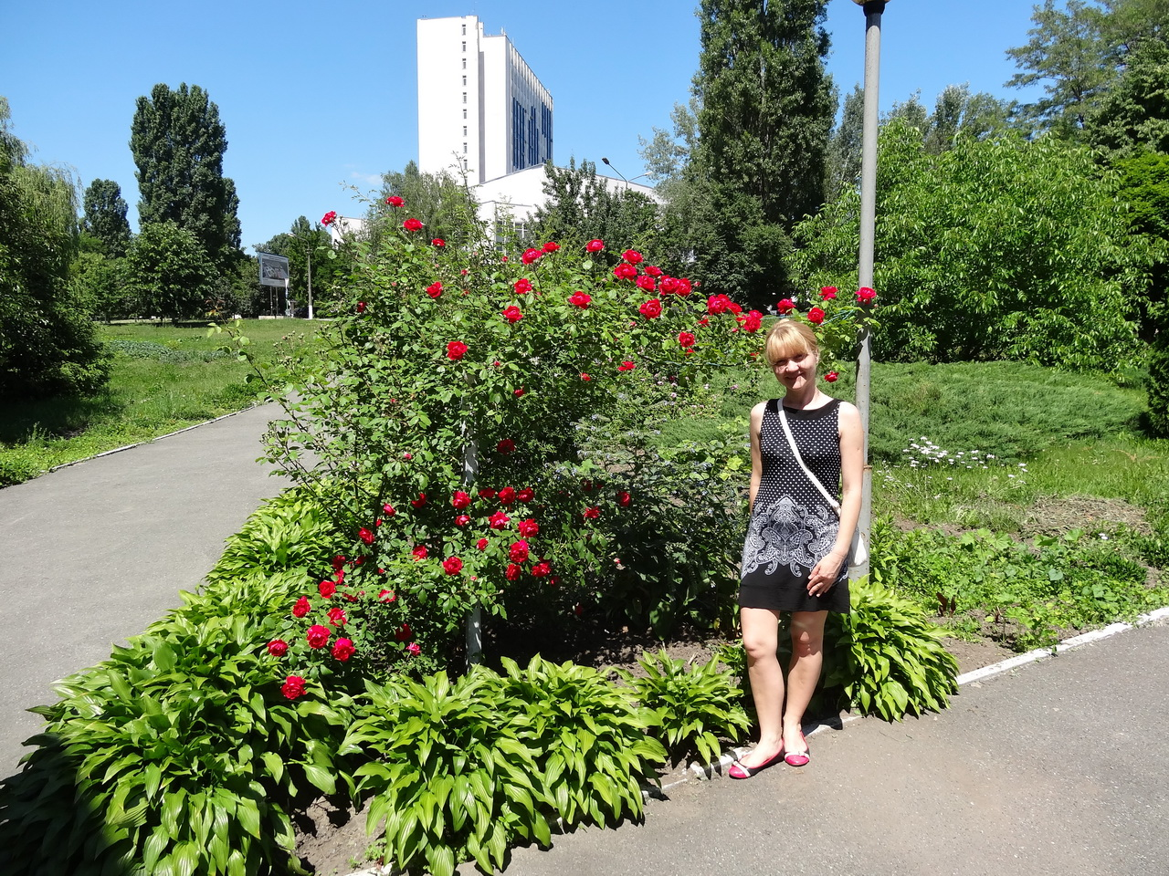 Лена с розами