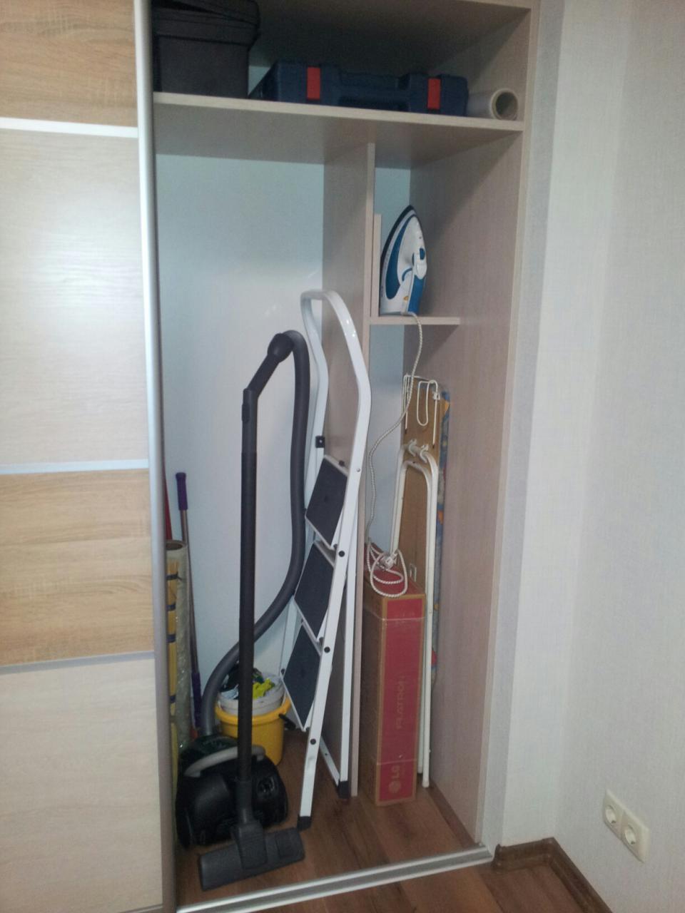 Шкаф в гостиной